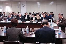 あり方検討会には、30人を超える傍聴者が傍聴しました。