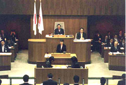 中田市長を追及する白井正子議員