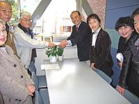 要請に応える中島文雄議員と白井正子議員