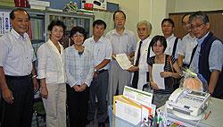 横浜市建設労働組合連絡会のみなさんから要望書を受け取る(左から)中島、白井、関、河治、大貫議員