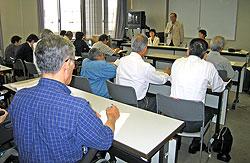浜身連のみなさんと懇談する(正面左から)関美恵子、中島文雄、白井正子の各市会議員