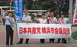 左から岡田政彦市長予定候補、大貫団長、白井議員、中島副団長、河治議員
