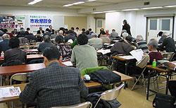 寒い中、会場には約50人が集まりました。