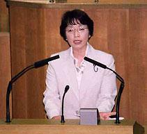 予算反対討論を行う白井正子議員