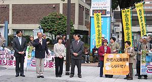 あいさつする(左から2人目)中島文雄議員、左は古谷靖彦氏(鶴見区)、中島氏右は関美恵子議員、河治民夫議員
