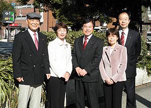 左から、中島文雄、白井まさ子、かわじ民夫、関美恵子、大貫憲夫の各市議会議員