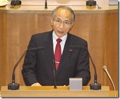 質問する岩崎ひろし議員