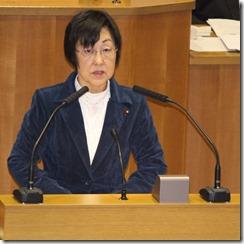 追加議案関連質問を行うあらき由美子議員