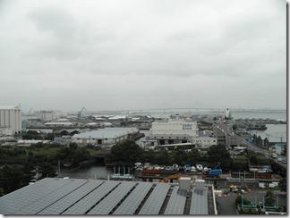 建物の屋上から海方面を望む。白い建物の向こう側がノース・ドック。
