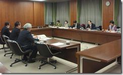 大阪市環境局と福祉局の担当課長らと懇談する日本共産党横浜市議団(左側)