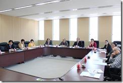 高崎市教育委員会から話を聞く日本共産党横浜市議団