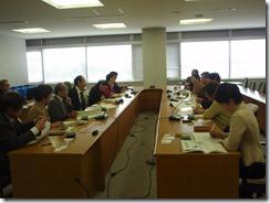 日本共産党新潟市議団と懇談する同横浜市議団
