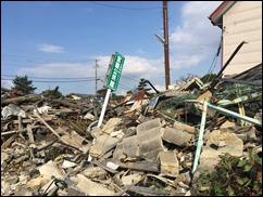 瓦礫が残る益城町内