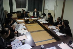 懇談する市議団と那須市議(奥左)と山本県議(奥右)