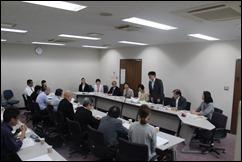 市精連と横浜SSJと懇談する党市議団=6月14日