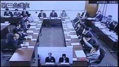 採択に賛成する古谷議員とみわ議員=2018年3月14日運営委員会