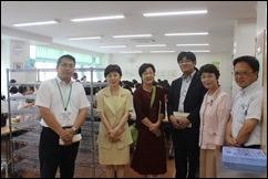 左から増田 昌浩校長 みわ、あらき、古谷、白井議員、明石氏